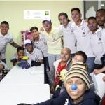 Visitan jugadores del América a niños con cáncer del Centro Médico Siglo XXI