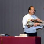 Ofrece conferencia sacerdote Alejandro Solalinde